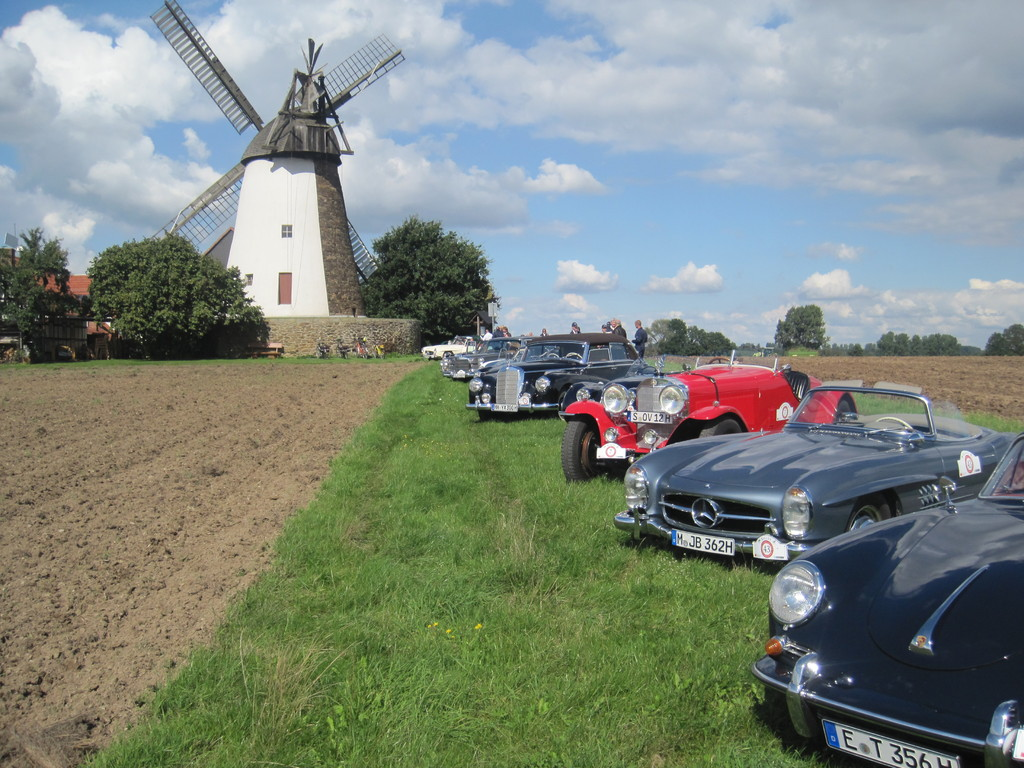 Storck's Mühle mit Classic Cars in Eickhorst