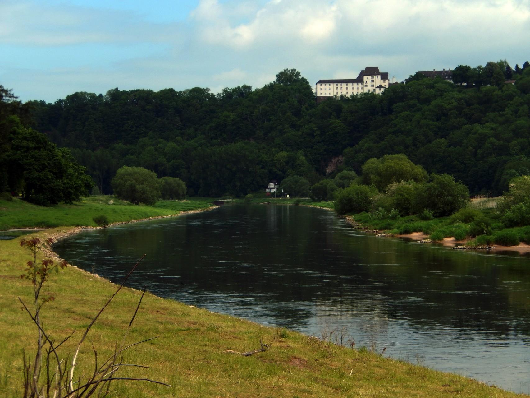 Schloss Fürstenberg oberhalb der Weser