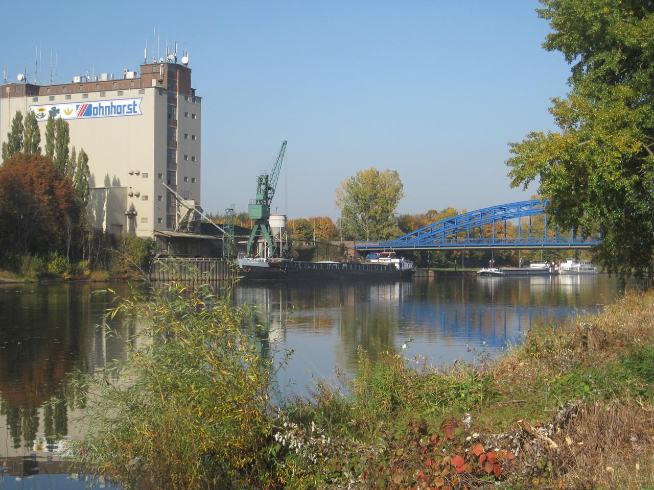 Hafen und Weserbrücke in Nienburg