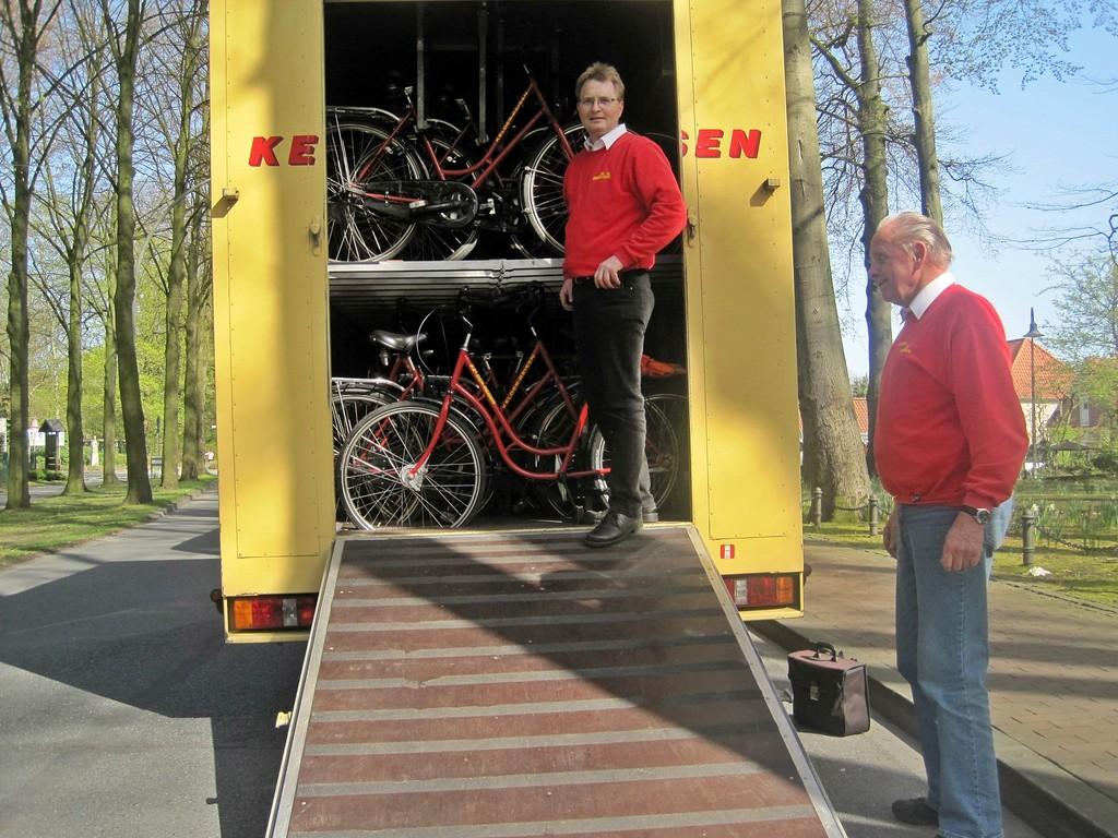 Räder im Anhänger - fertig für die Heimfahrt
