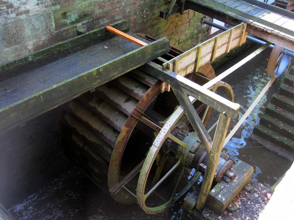 oberschlächtiges eisernes Wasserrad der Plaggen Mühle