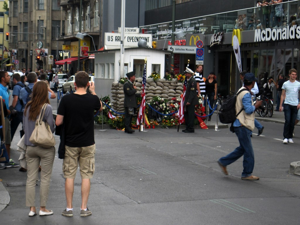 Checkpoint Charlie am 13. August 2011