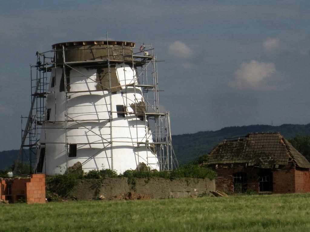 Mühlenrumpf in Rothenuffeln während Renovierung