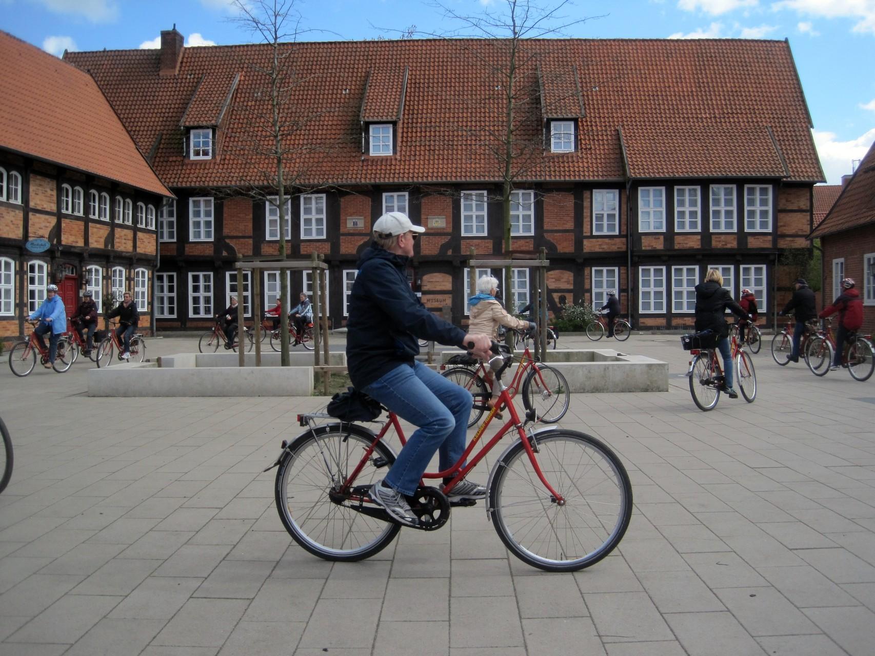 Fahrradrunde vor dem Fresenhof in Nienburg