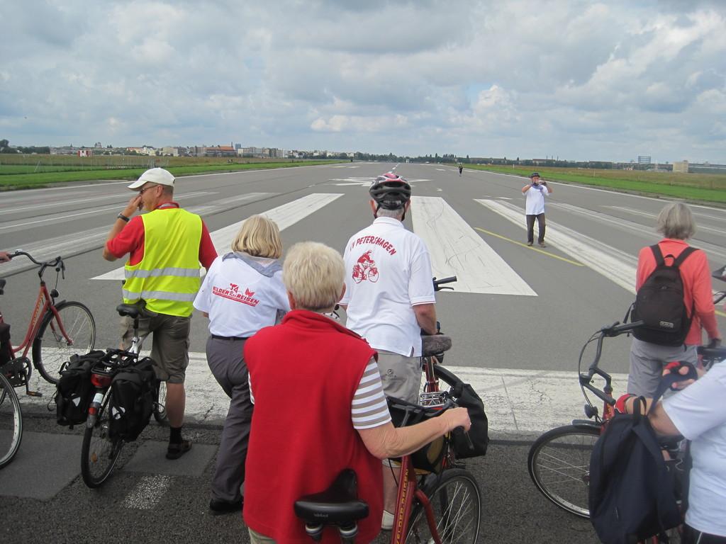 über die Startbahn - Tempelhofer Flughafen