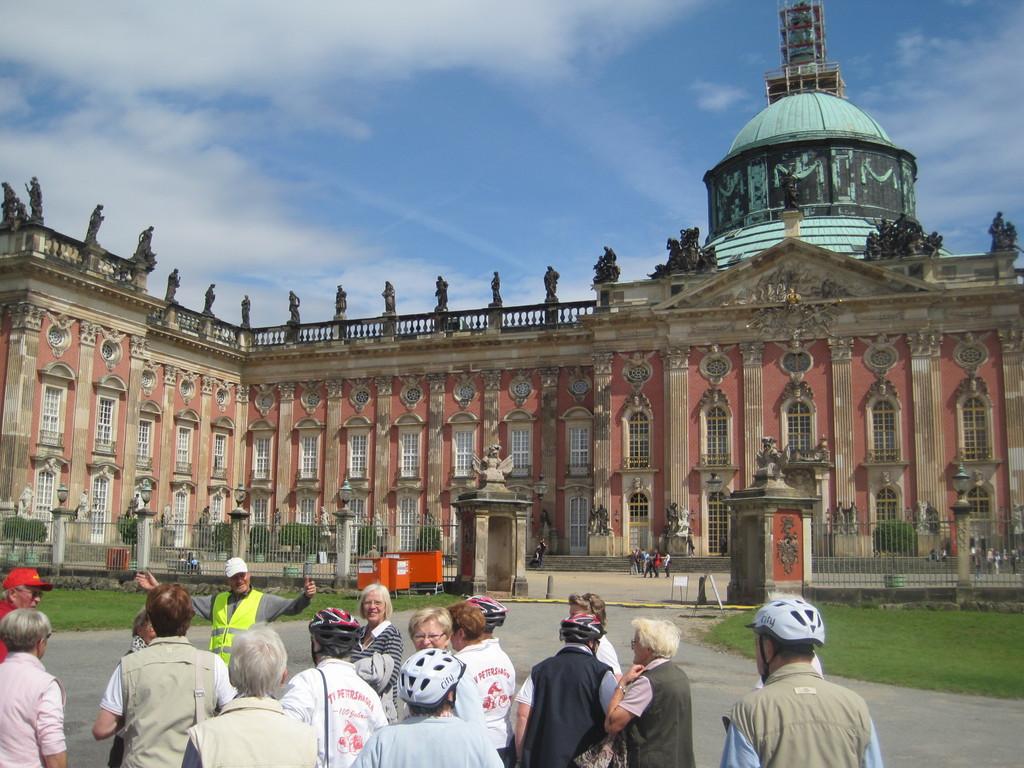 vor dem Neuen Palais in Potsdam