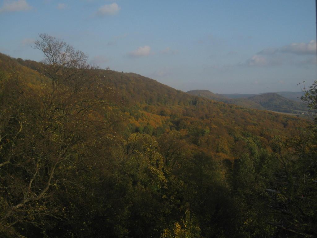 Blick von der Schaumburg über den Nesselberg/das Wesergebirge