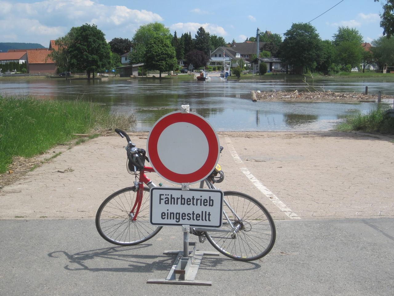 Gierseilfähre Großenwieden - auf der anderen Weserseite geht es weiter