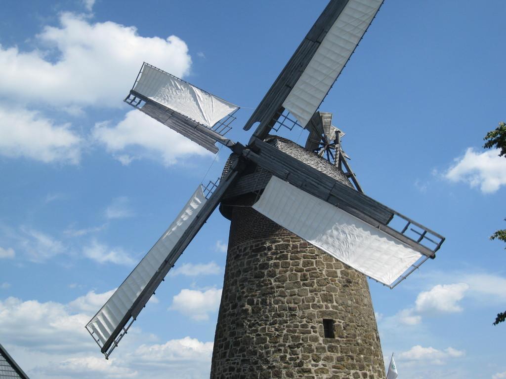 Eilhauser Königsmühle - 1724 aus Sandsteinen gemauert, später aufgestockt