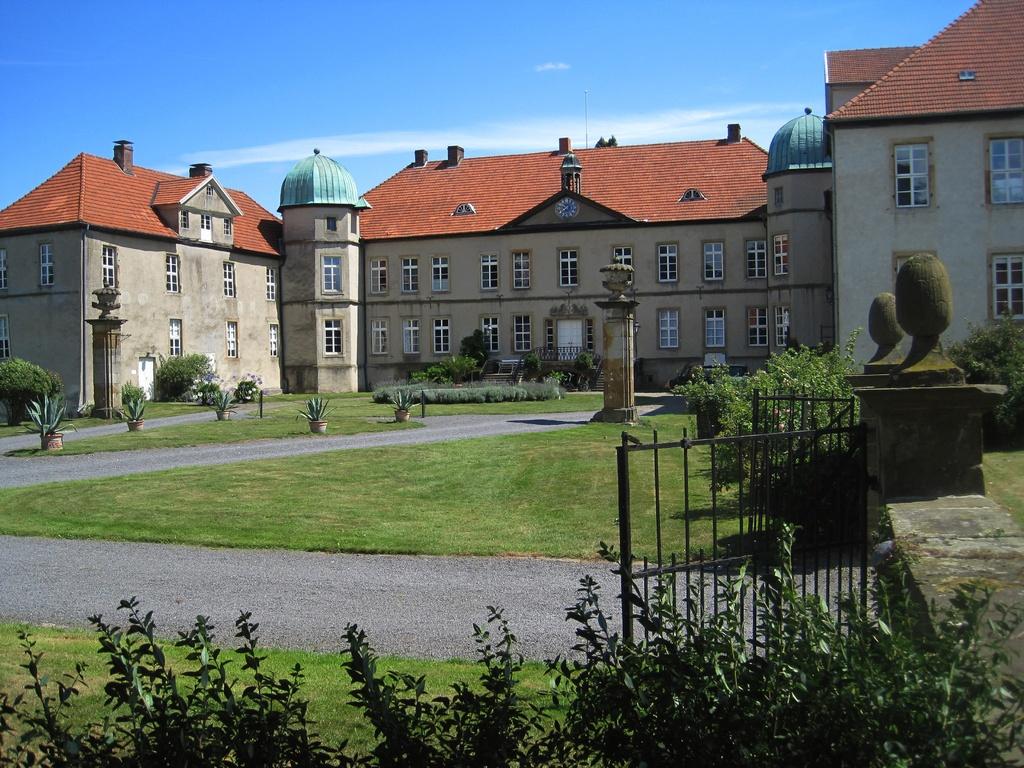Schloss Hünnefeld - Ehrenhof