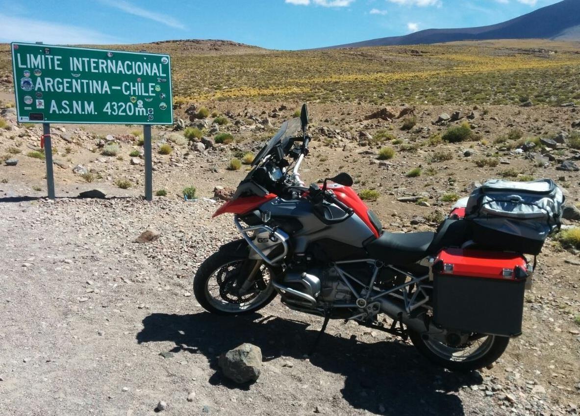 O Peter, de São Mateus do Sul-PR, nos presenteou com fotos de sua 1200GS em sua viagem ao Chile. Na sua moto malas personalizadas Idea-pro, além dos protetores de motor e carenagem. Valeu Peter, e uma boa viagem.