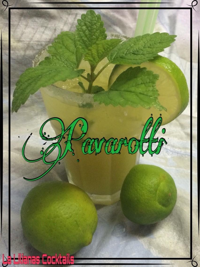 😎 PAVAROTTI 😎  Rohrzuckersirup , Limettensaft , Ananassaft und Wasser, mit Minze und Limette garniert