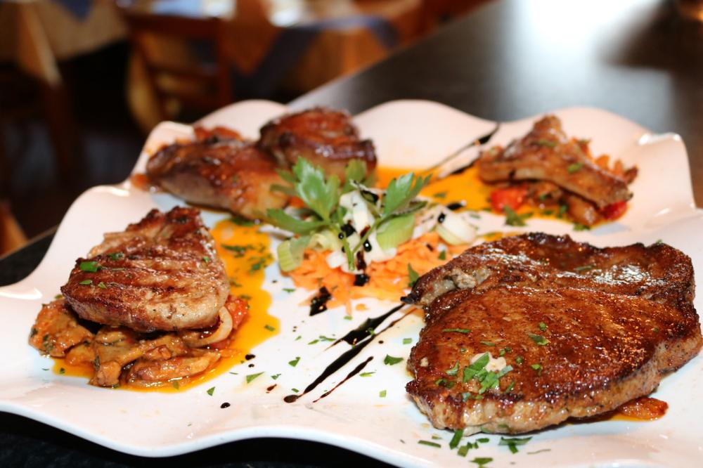Gemischter Fleischteller mit Putenfilet, Rinderfilet, Schweinefilet und Lammkotelette (Tagesempfehlung)