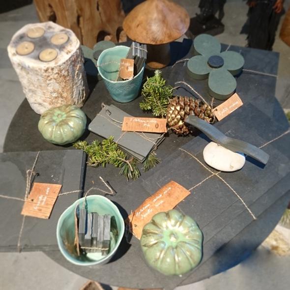 décoration de noël en ardoise et matières naturelles