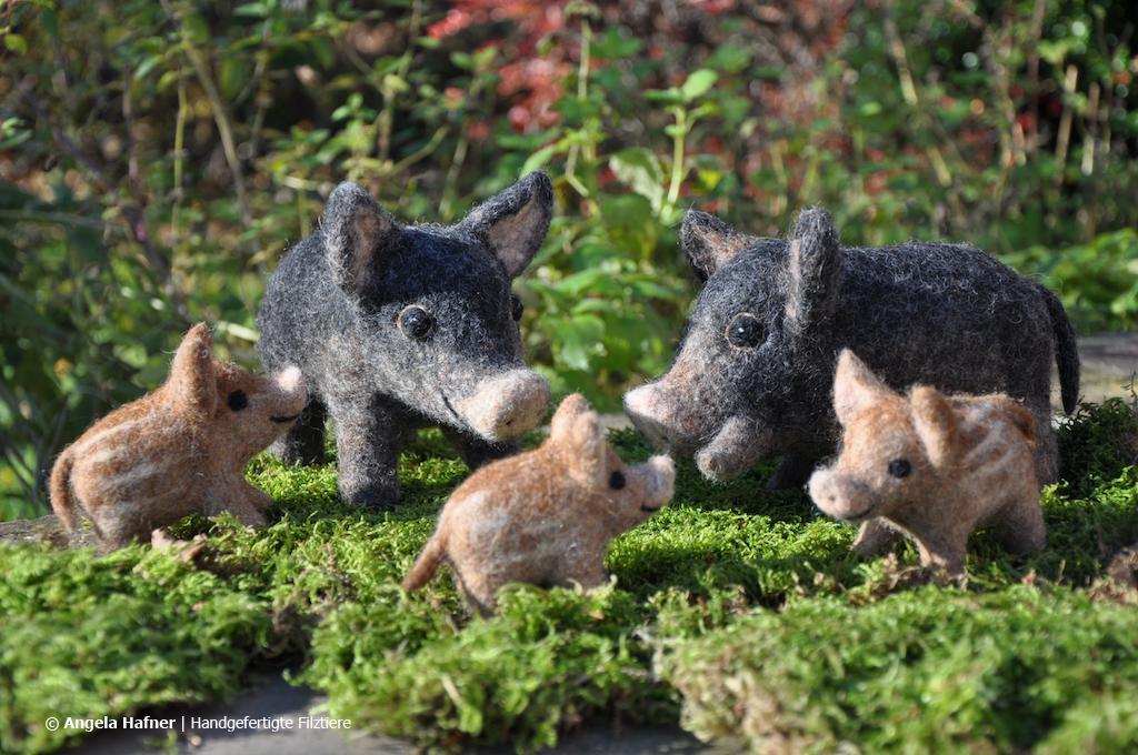 Wildschweinfamilie mit 3 Frischlingen aus Filz