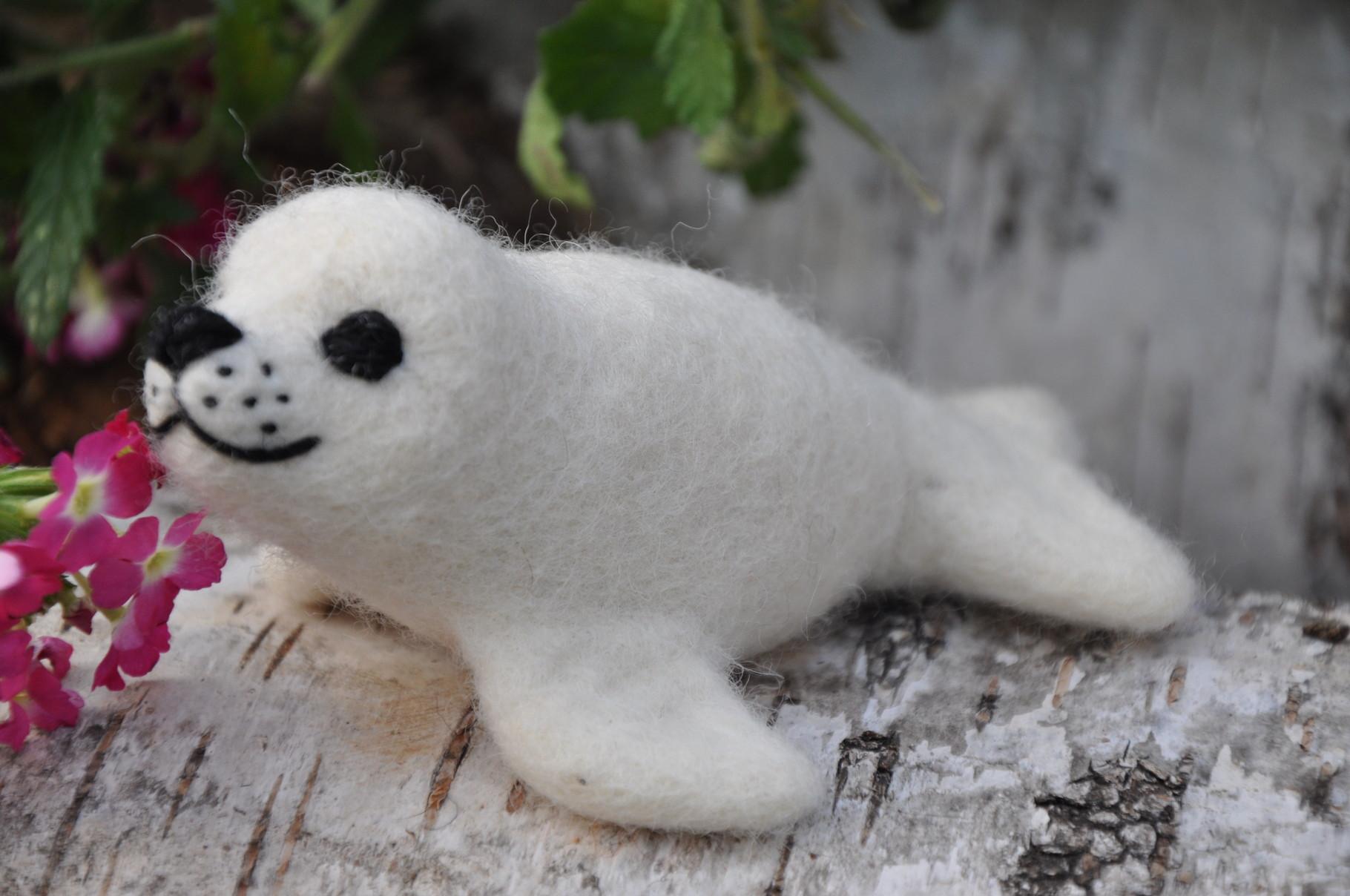 Weiße Robbe aus Filz