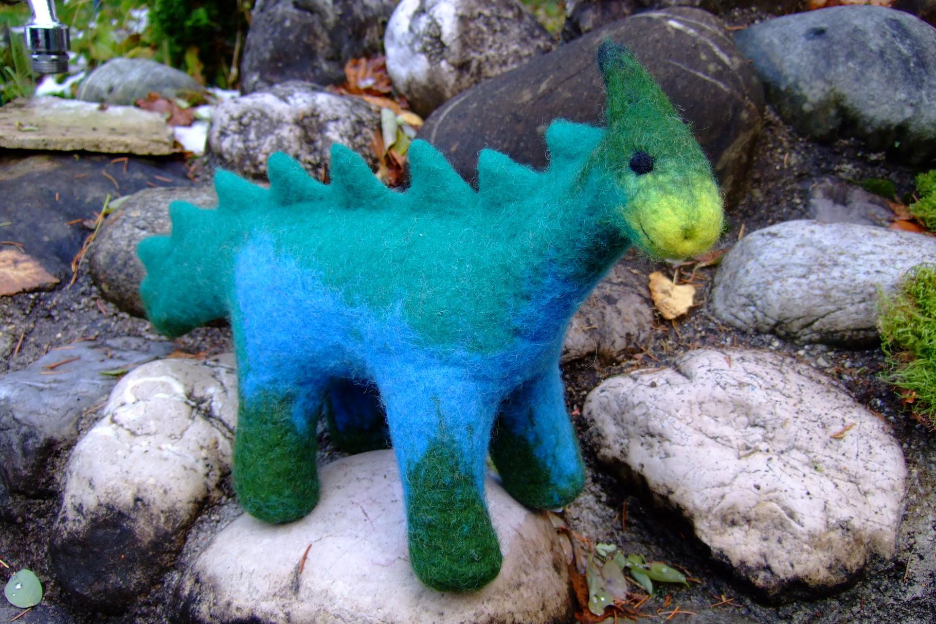 Blaugrüner Dino aus Filz