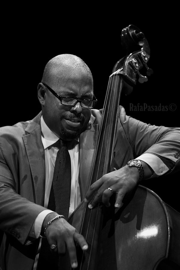 Christian McBride. Concierto de Christian McBride Trio. XIII edicion Festival de Jazz 1906, Teatro Principal, Santiago de Compostela. 15-5-2015