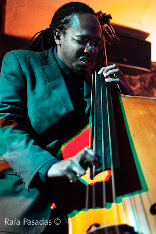 Corcoran Holt en la jam sesion despues del concierto de Kenny Garret. La borriquita de Belem, Santiago de compostela. Mayo 2014