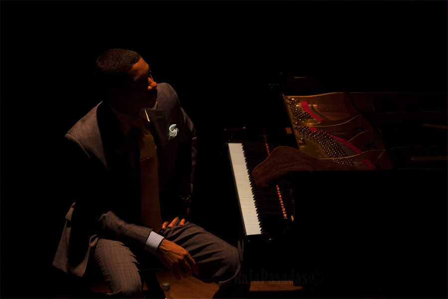 Christian Sands, concierto de Christian McBride Trio. XIII edicion Festival de Jazz 1906, Teatro Principal, Santiago de Compostela. 15-5-2015