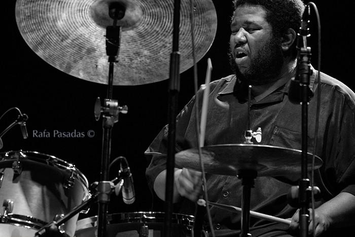 Tyshawn Sorey a la bateria. Vijay Iyer Trio en el XXI Festival de jazz y blues de Pontevedra. Mayo 2013