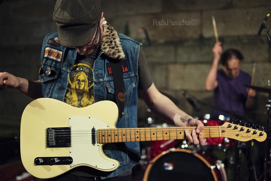 Foxy Freire en la Quintana. Virxilio Da Silva con la guitarra, Max Gómez a la bateria. Santiago Compostela 21-06-2016