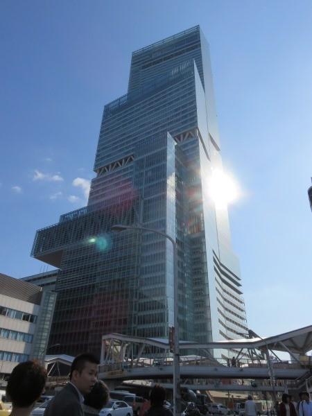 クルージングの後はあべのハルカス。日本一高いビルです。あの60階を目指します。