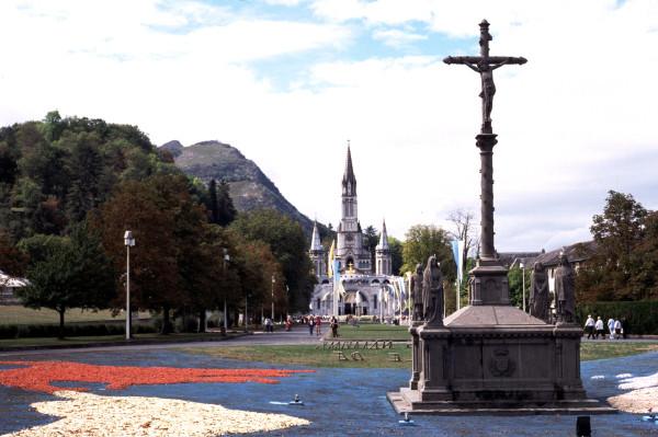 La cité mariale de Lourdes