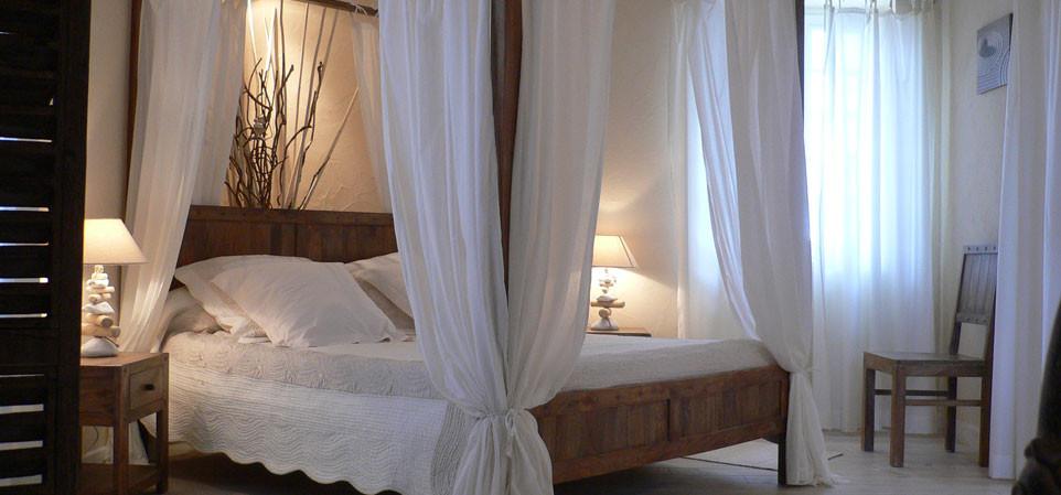 Boutis romantique du lit en 160 de cette suite de charme