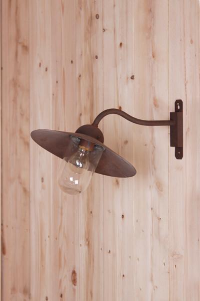 """Lanterne d'extérieur """"Cour Cheverny"""" de chez Lumart, matière : laiton patiné ciré (image)"""