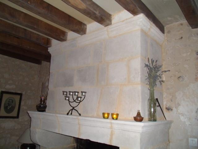 Bandeau et manteau de cheminée taillés (image)