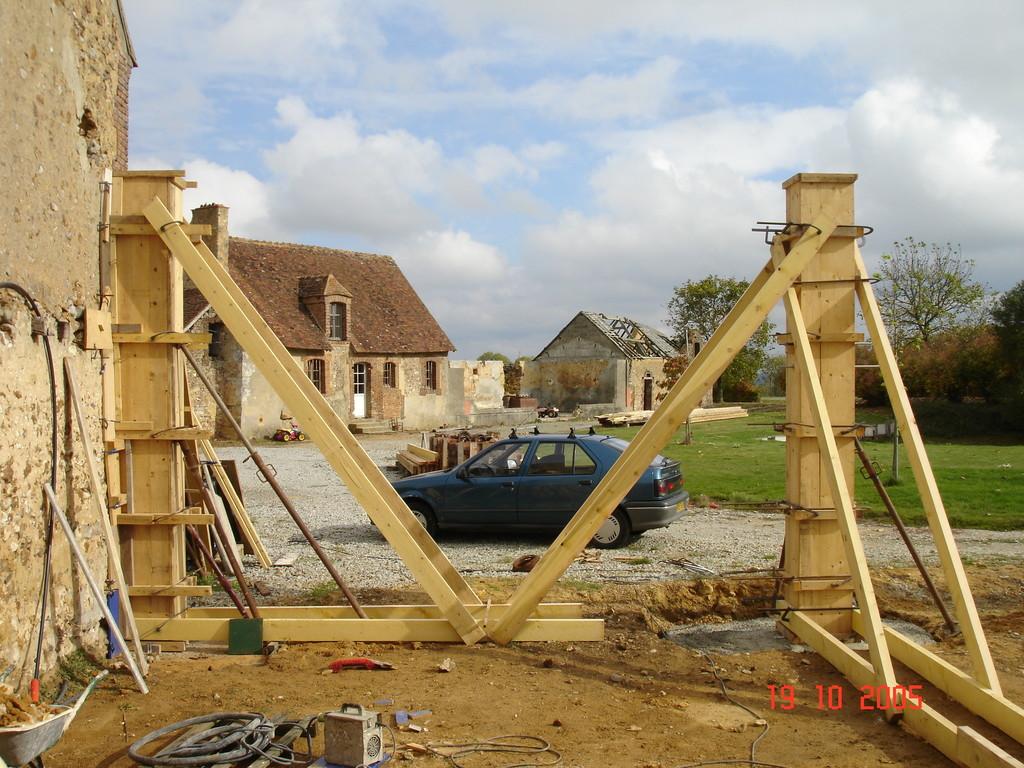 Coffrages de poteaux en béton armé (photo)