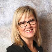 Die Schulungsleiterin und Trainerin Karin Kienböck ist Besitzerin diverser INTERNATIONAL EDUCATOR- Zertifikate sowie diplomierte MASTER TRAINERIN der Marke Moyra.