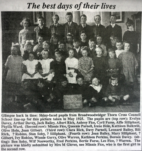 1925 photo of Thorn Cross School pupils reproduced in 'The Post', 12/1/1991.