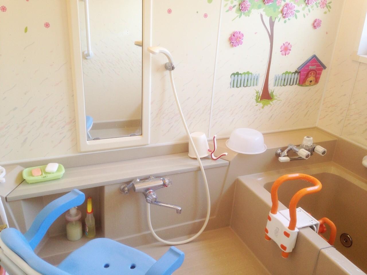 福祉用具を使用した安全にお入り頂ける個人浴槽です