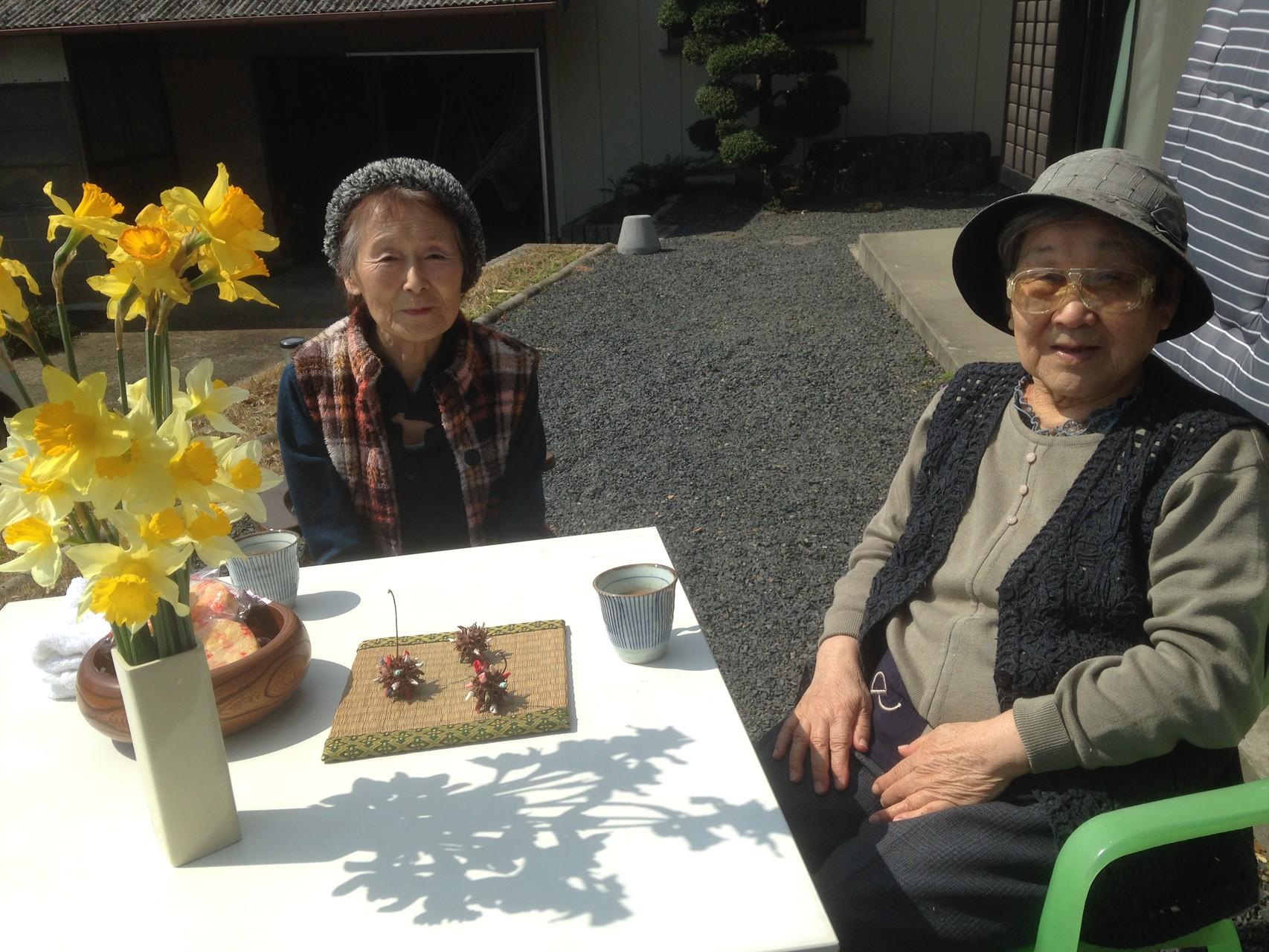 天気の良い日には庭に出てお茶会も楽しみました