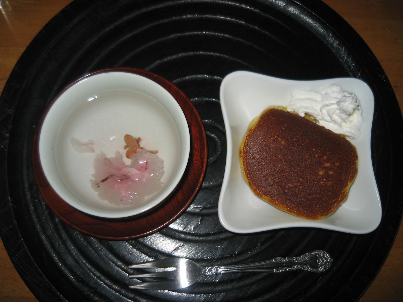 桜茶とどらやきで春を感じました