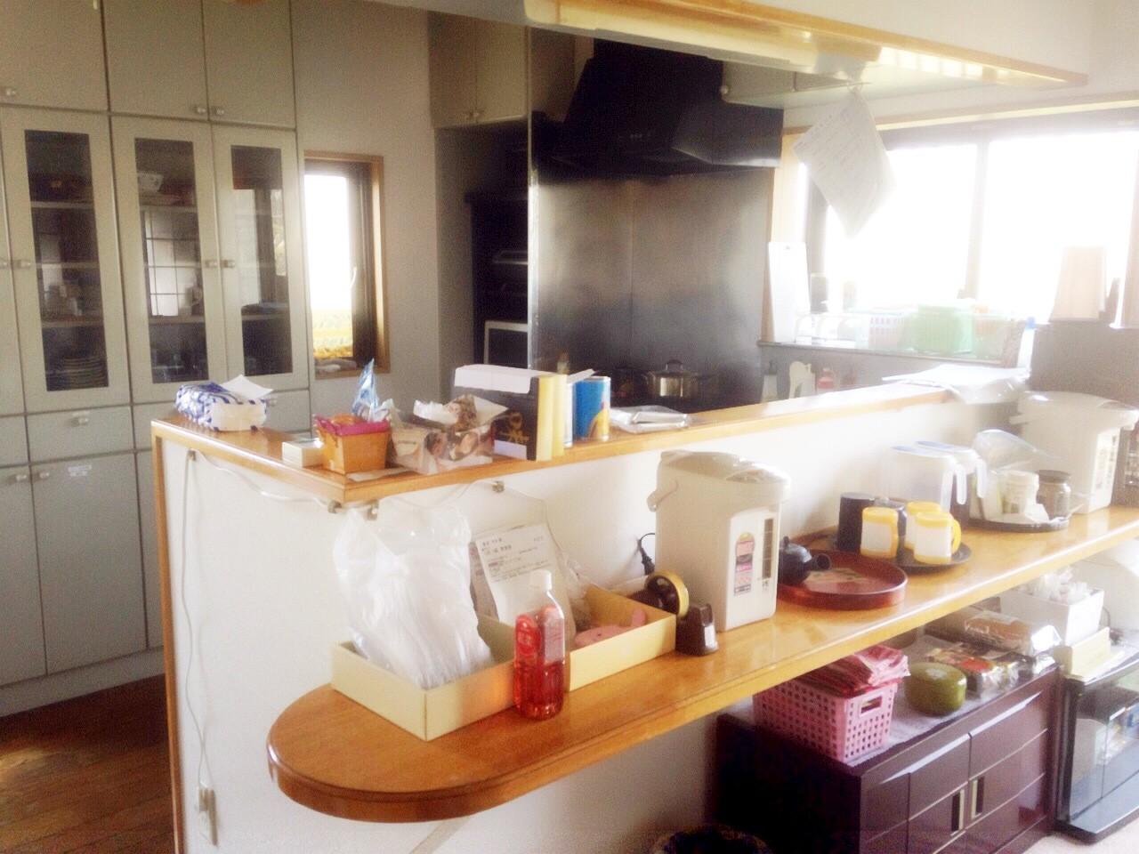 こちらの台所で毎日、手作りのお食事を作っております