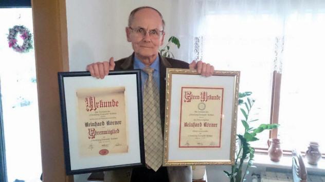 Aus Anlass seines 80.Geburtstages am 11.03.2016 erhielt Reinhard Körner die Ehrenmitgliedschaft und den Ehrenvorsitz des Chores verliehen.
