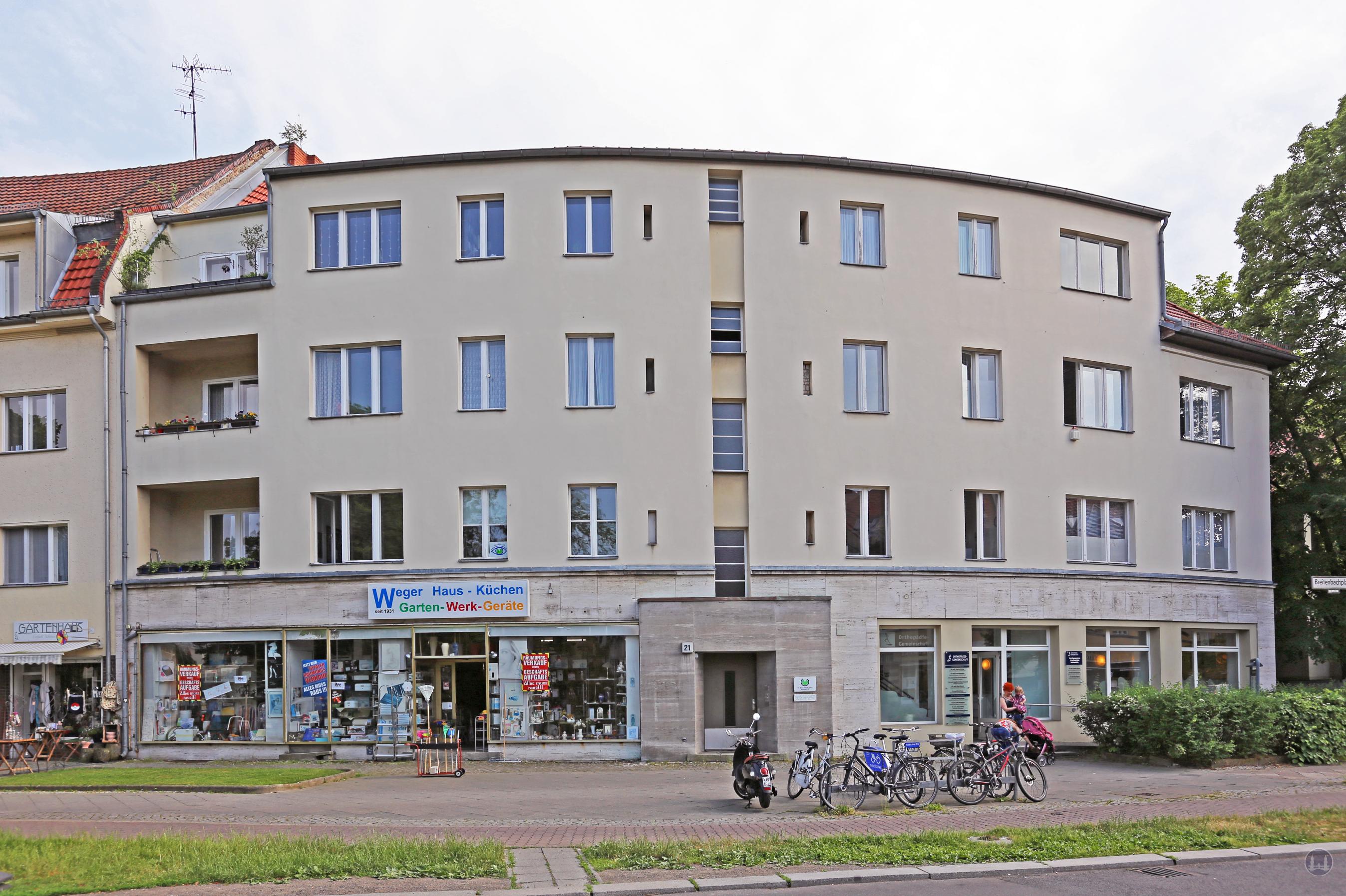 Berlin. Das Kino Lida am Breitenbachplatz. Eisenwaren Weger.