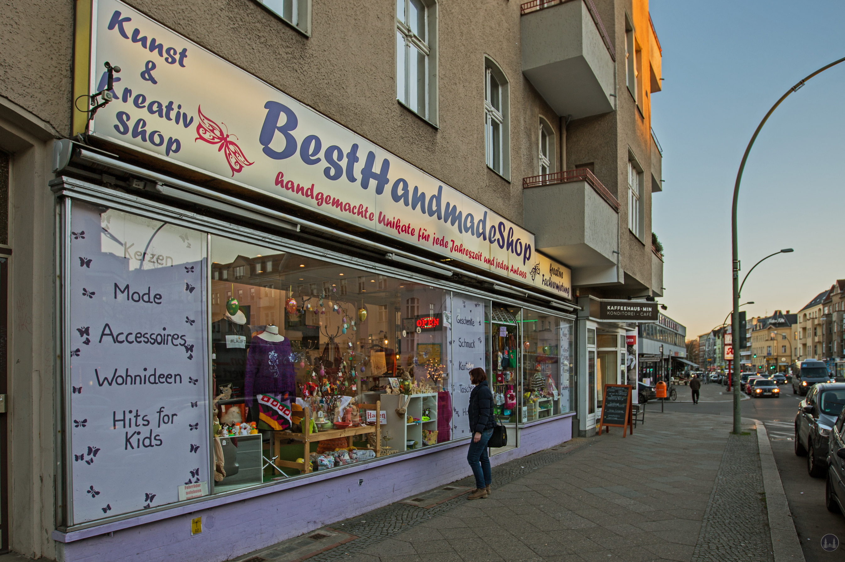 Der BestHandmadeShop am Tempelhofer Damm. Blick auf das Schaufenster.