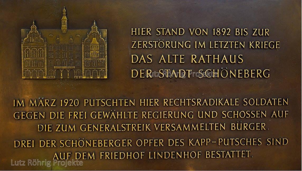 Gedenktafel am Standort des ersten und des zweiten Schöneberger Rathauses für die Opfer des Kapp-Putsches 1920.