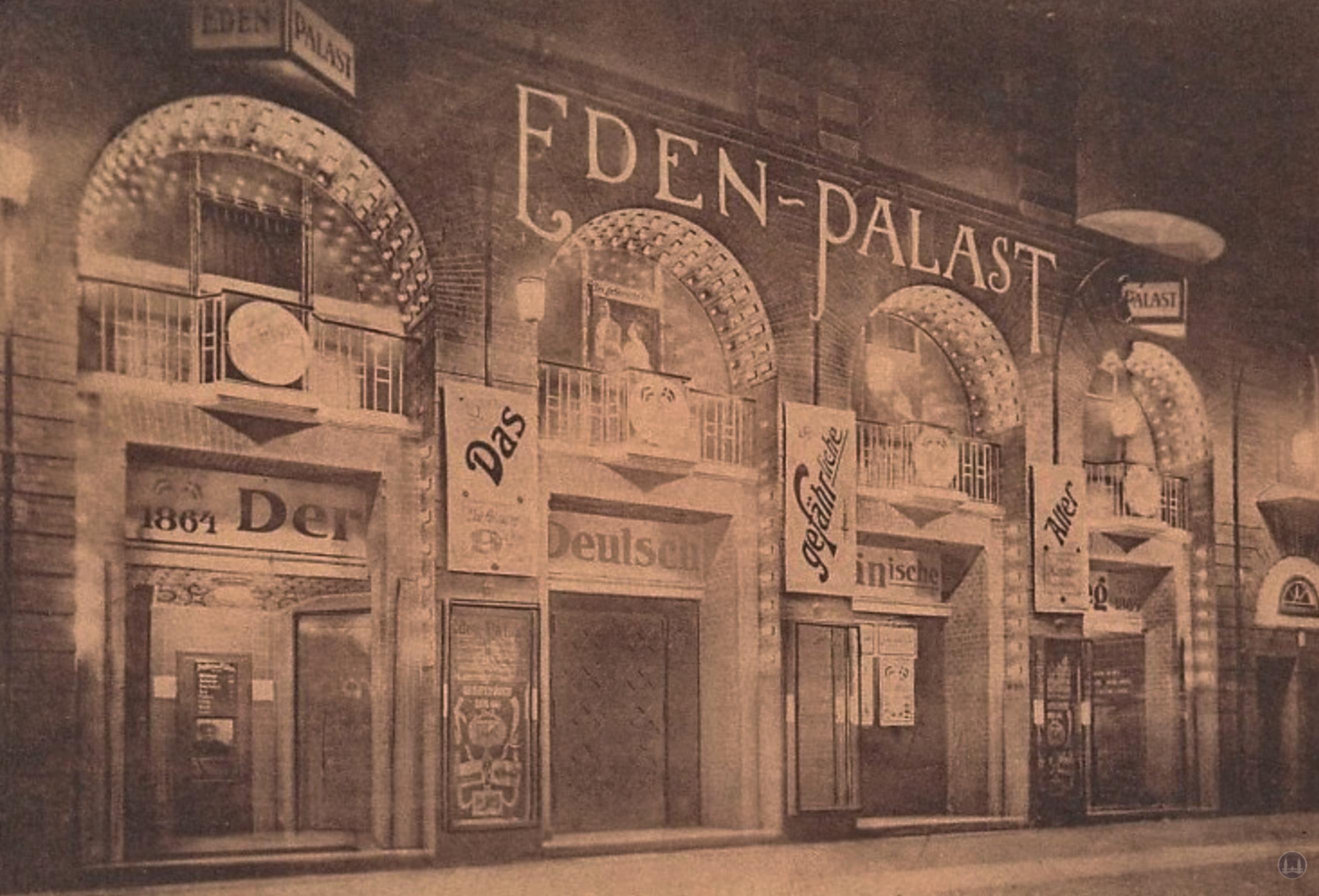 Der Eden - Palast am Kottbusser Damm in Kreuzberg. Kinoeingänge. Entwurf Bruno Taut.
