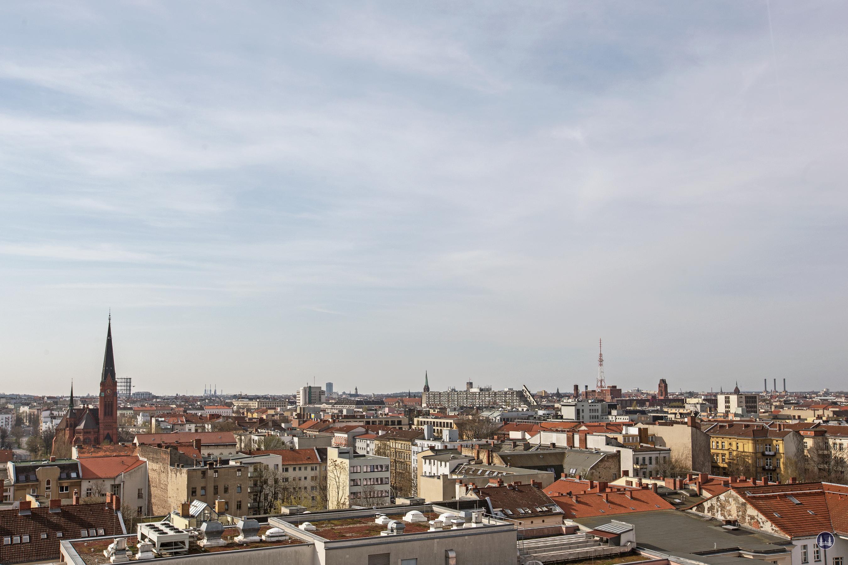 Dach der Lützowstraße. Lutherkirche und Heizkraftwerk Wilmersdorf