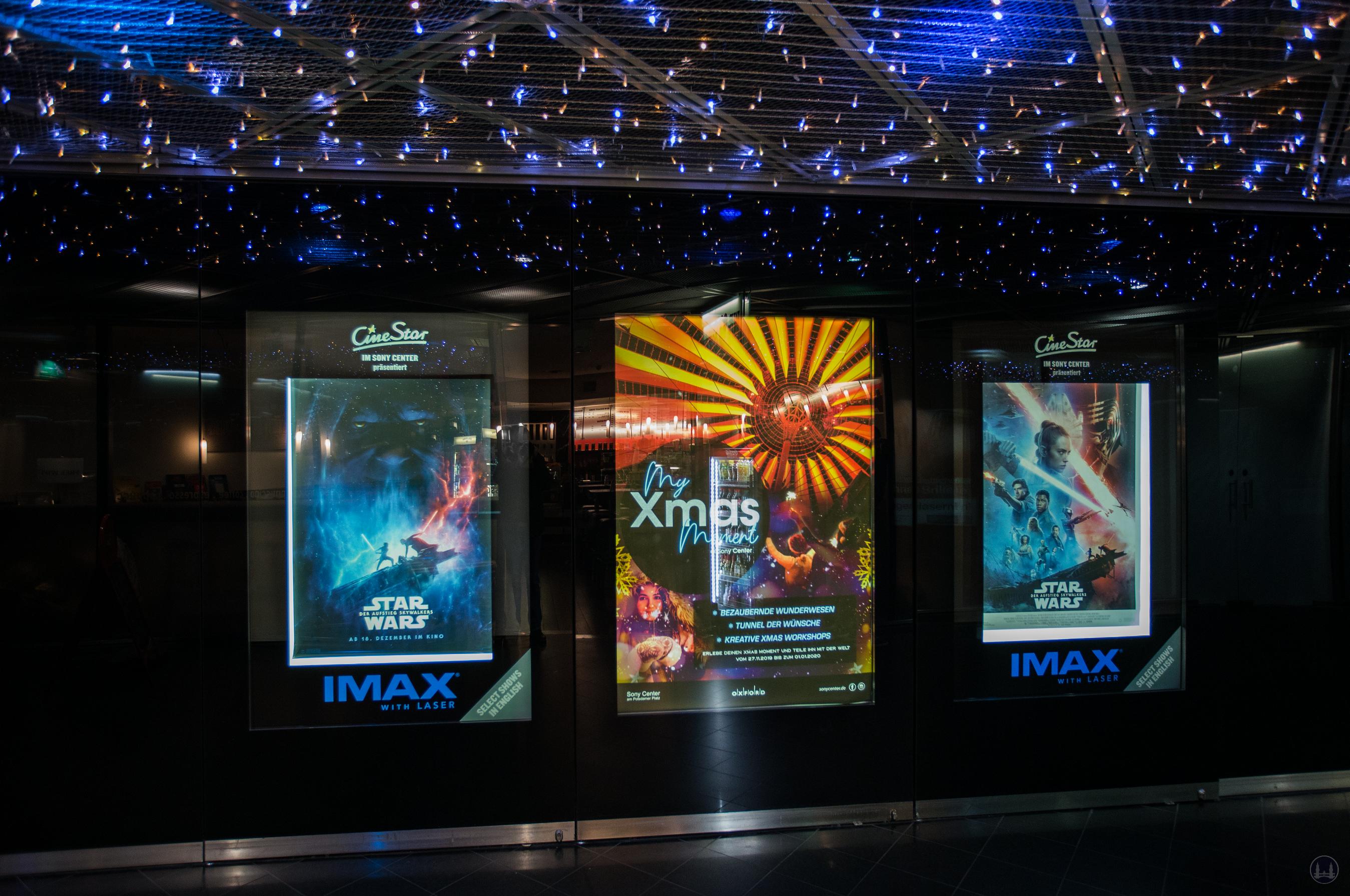 CineStar Kino im Sony Center Berlin. Werbung für das IMAX im Durchgang zum Regionalbahnhof Potsdamer Platz.