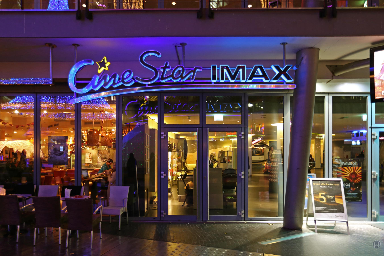 CineStar Kino im Sony Center Berlin. Schriftzug über dem Foyer.