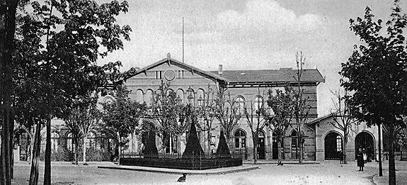Stellwerk Lio in Berlin Lichterfelde - Ost. Das zweite Bahnhofsgebäude.