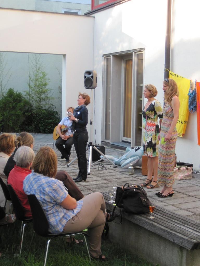 Frau Müller-Heß begrüßt die zahlreichen Gäste.