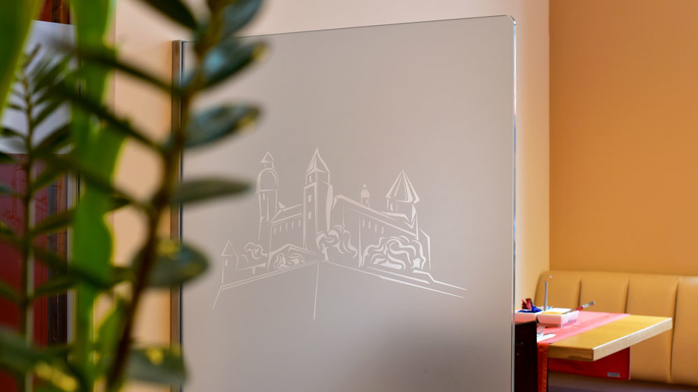 Glasdekorbeklebung in Mattglasfolie, Fensterbeklebung, Folienbeschriftung, Folienbeklebung, Glas bekleben