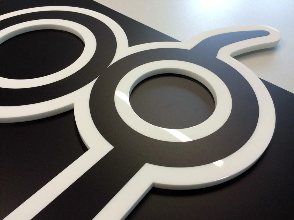 Konturgefrästes Acrylglas als Aufsatzbeschilderung/Störer, Werbetechnik, Schild, Beschilderung